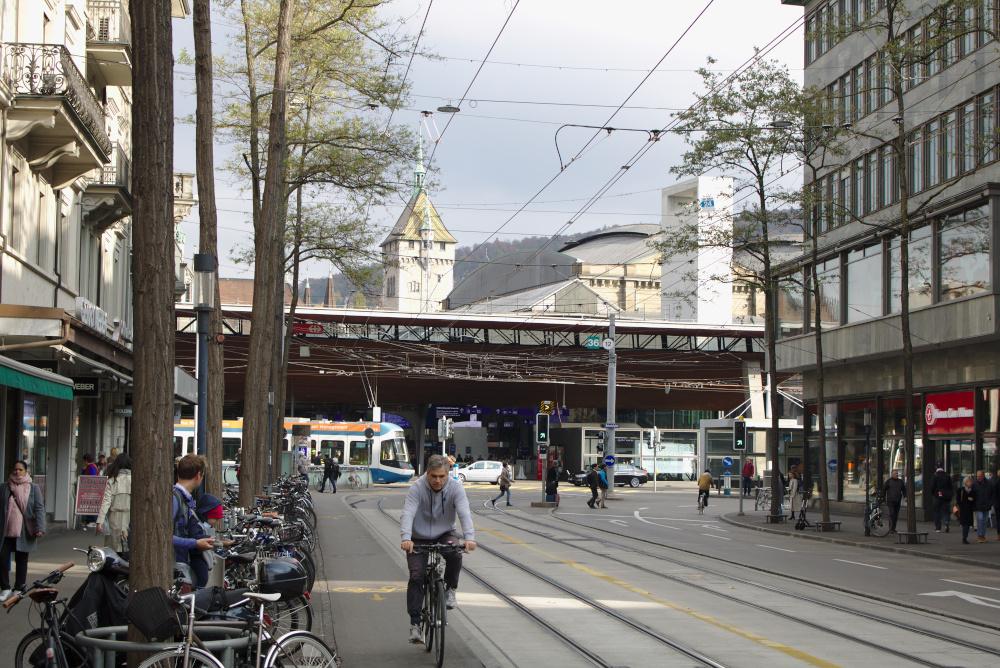 Zürich: Die Bahnhofstraße verbindet den Bahnhof mit dem Zürichsee.