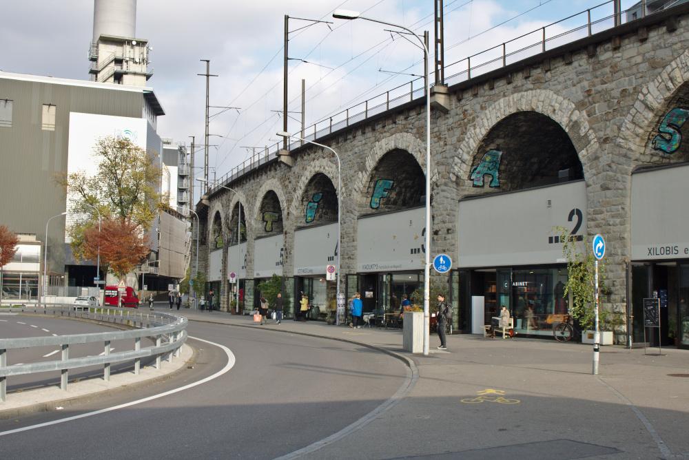 Zürich West: Unter dem Viadukt haben sich hippe Läden angesiedelt.