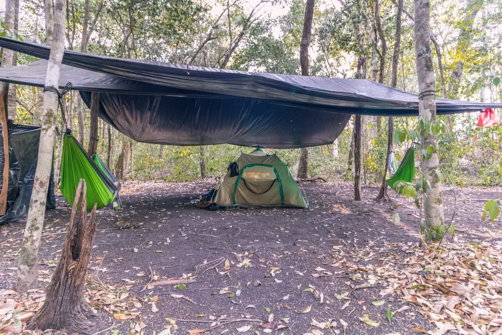 Guatemala El Mirador Unser einsames Zelt auf dem Campingplatz in Nakbé