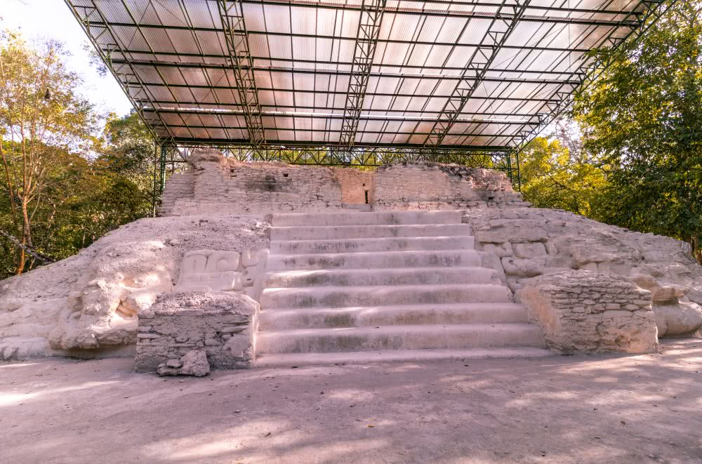 Guatemala Das Dach schützt die Ruinen von El Mirador vor Regen und Sonne