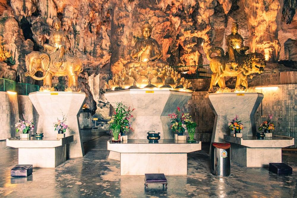 In den Höhlen fanden wir einige religiöse Altare