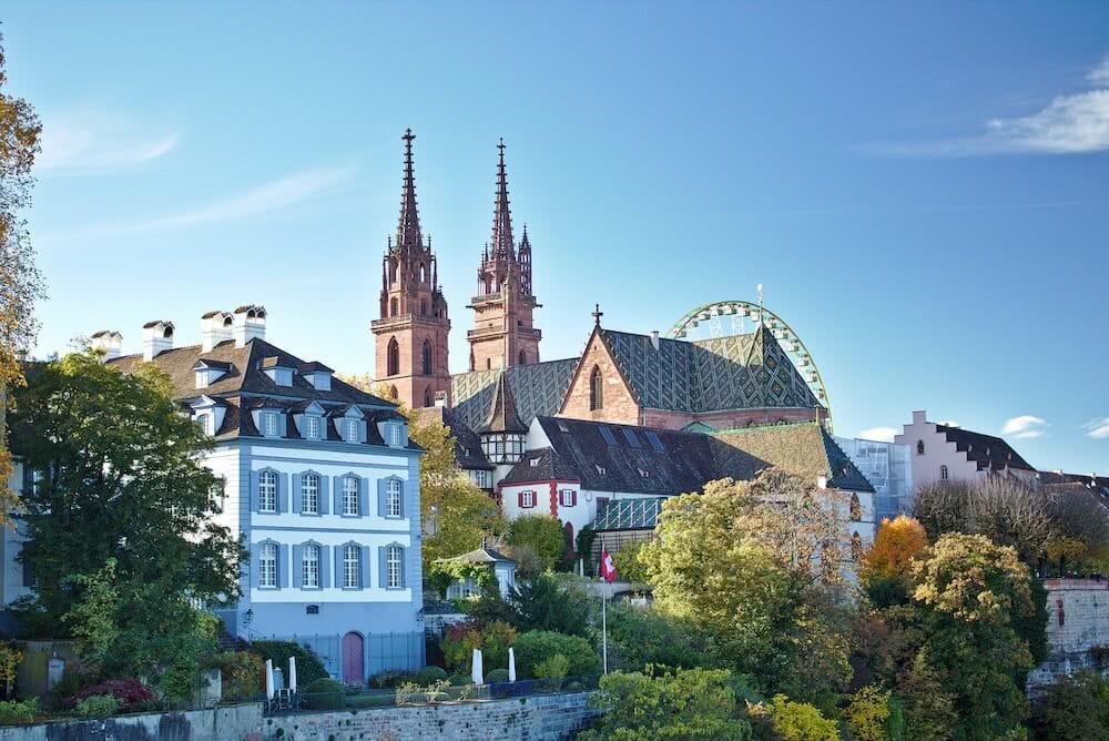 Von der Wettsteinbrücke bietet sich ein toller blick auf das Basler Münster.