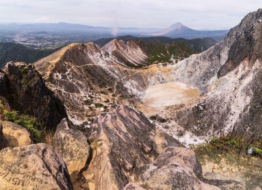 Indonesien Insel Sumatra Was für eine beeindruckende Aussicht vom Sibayak Vulkan