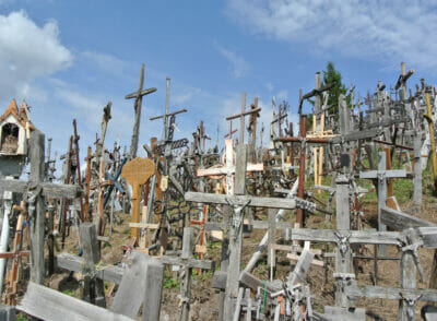 LITAUEN: Wallfahrtsort in Litauen – Der Berg der Kreuze
