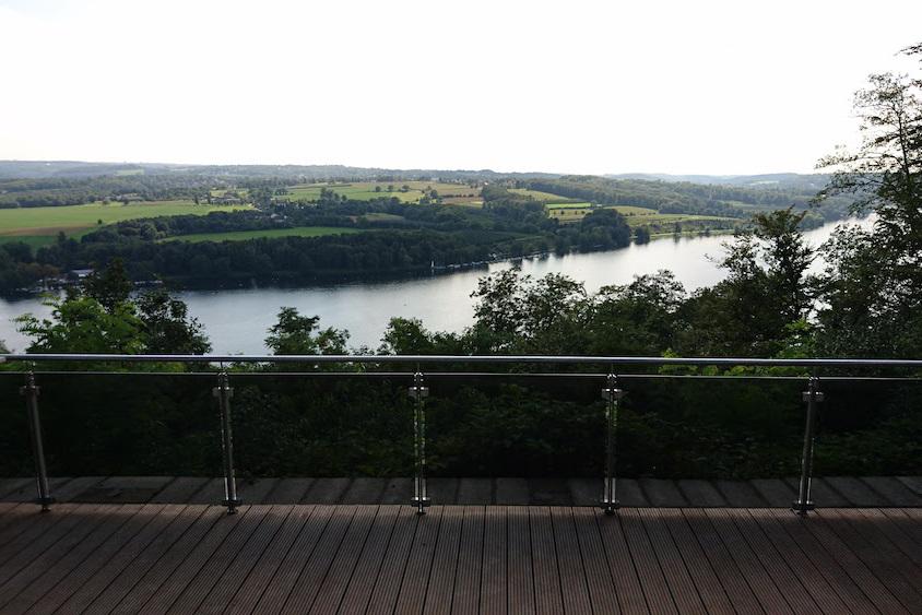 Biergartenterrasse mit Panorama-Ausblick