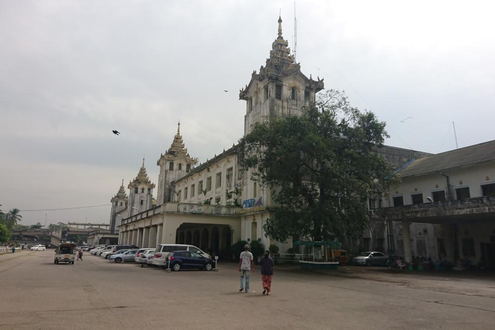 Yangon Bahnhof Myanmar