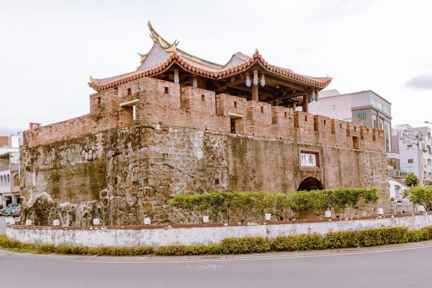 Taiwan Eines der alten Stadttore in Hengchun