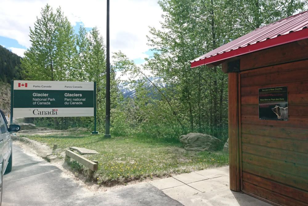Bären-Warnungen am WC-Häusschen