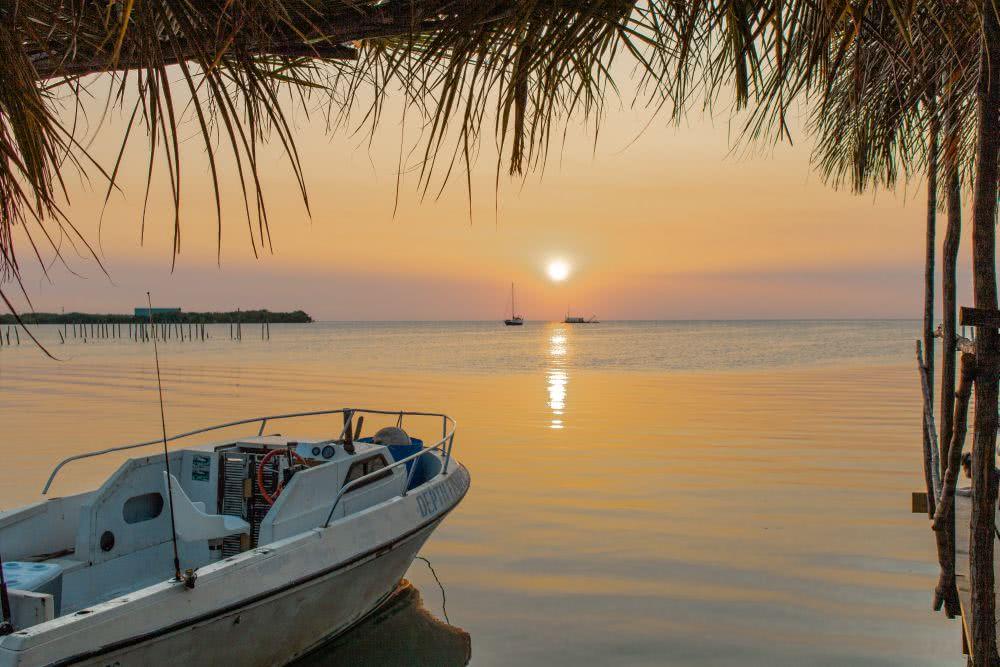 Belize Zentralamerika Zum Sonnenuntergang auf Caye Caulker tranken wir Cocktails