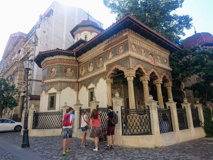 Free Walking Tour vor der Stavropoleus Kirche