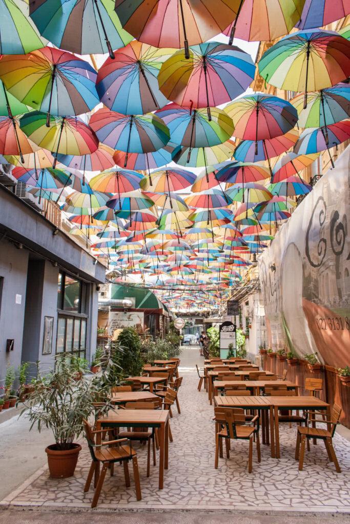 Bukarester Sehenswürdigkeiten Regenschirmgasse in Pasajul Victoria
