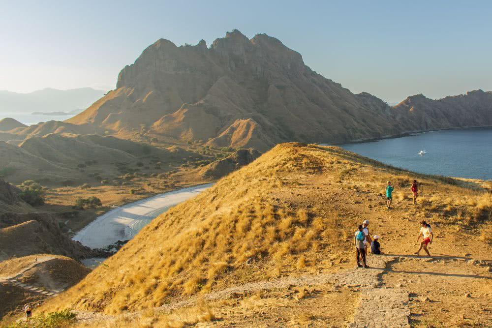 Indonesien Insel Flores und Komodo Sonnenuntergang auf der Insel Padar