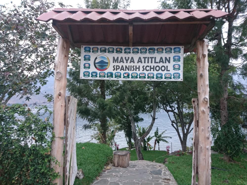 Guatemala Atitlan See Eine der vielen Spanisch-Sprachschulen am Atitlán See