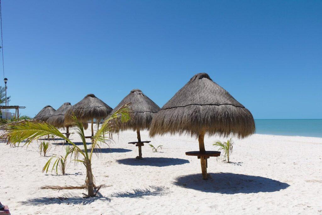 Mexiko Celestun Der traumhaft schöne Sandstrand zum Relaxen