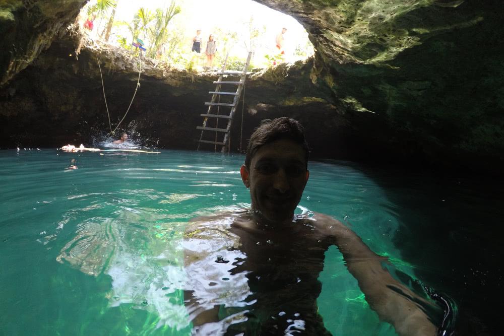Cenote Tulum Stefan im Wasser