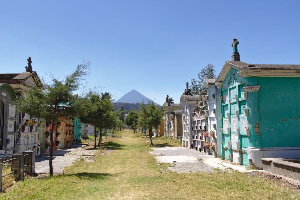 Guatemala Der Zentralfriedhof in Xela mit spektakulärer Aussicht