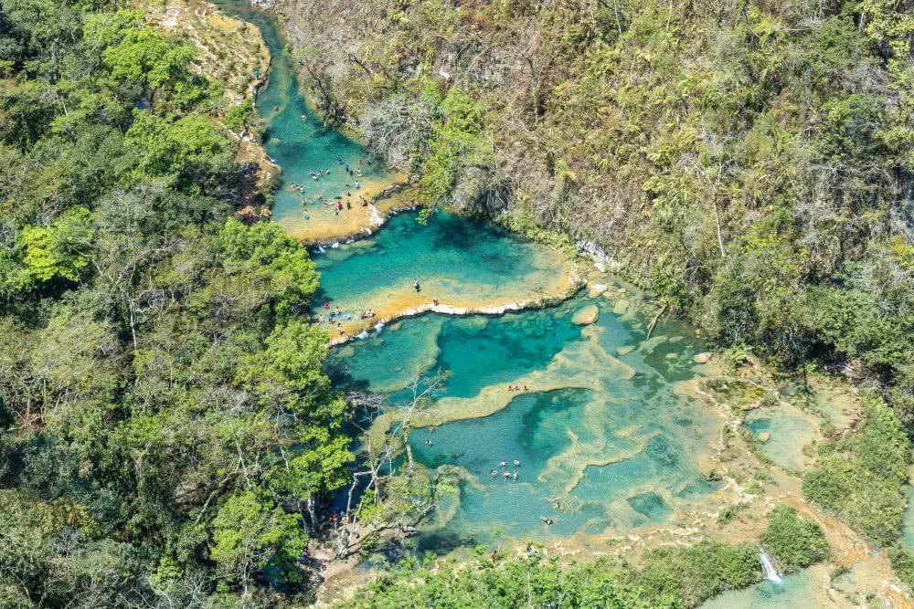 Guatenala Die natürlichen Pools von Semuc Champey bei Lanquín