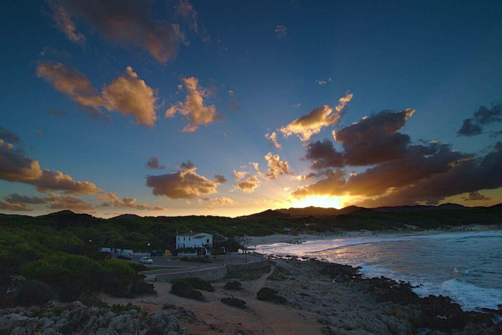 Spektakulär: Die Wolkenformation verleiht dem Sonnenuntergang einen ganz besonderen Effekt.