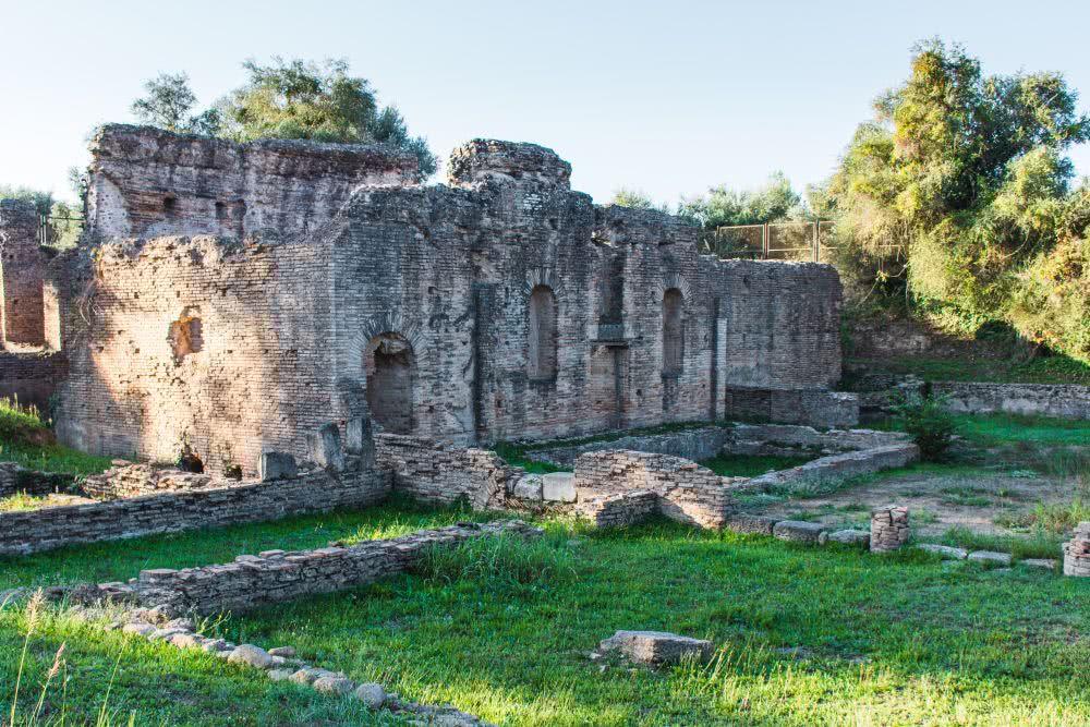 Wiederaufbau eines der antiken Bauwerke
