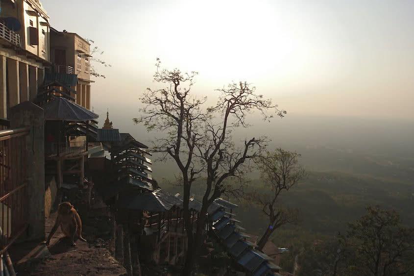 Highlight Myanmar Ausblick vom Mount Popa zum Sonnenuntergang I