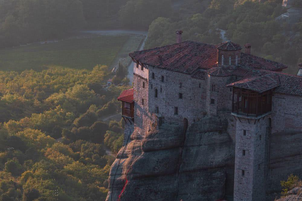 Das Rousanou Kloster zum Sonnenuntergang in Meteora