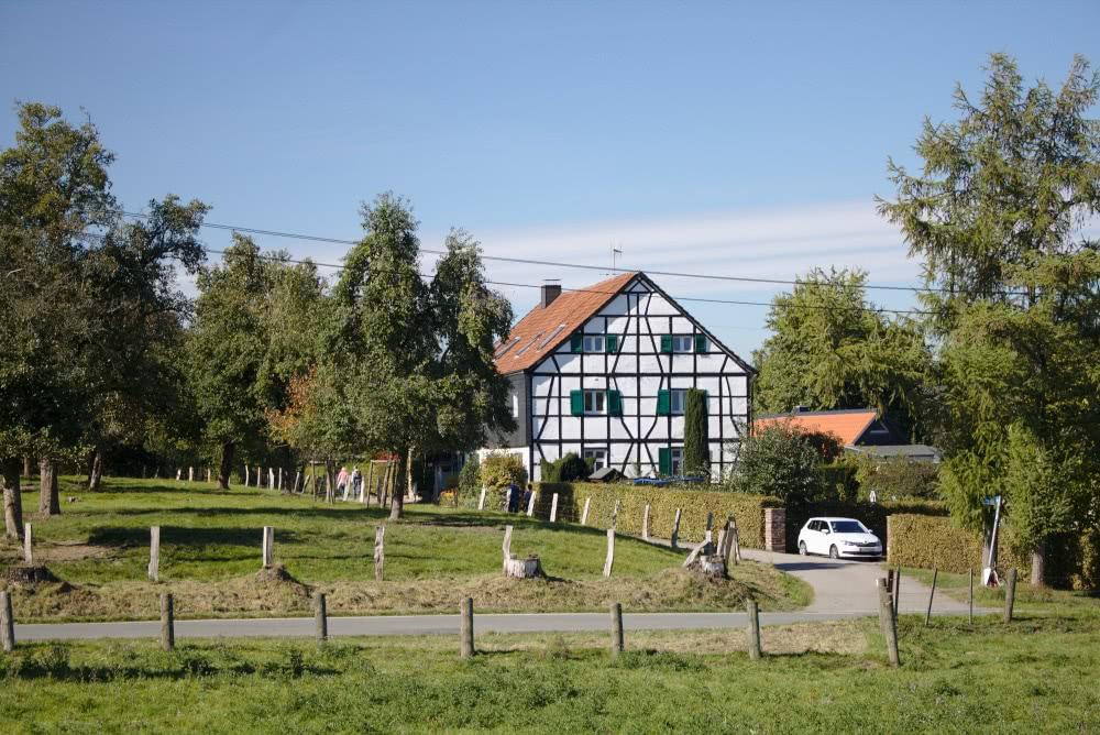 Südlicher Teil Baldeney Steig Unterwegs passiert man einige Bauernhöfe.