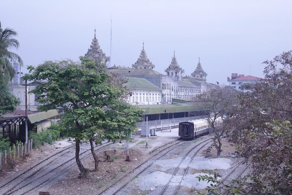 Highlights auf der Route Der mystische Yangon Bahnhof in Myanmar