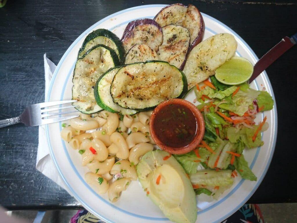 … auch vegetarische Optionen findet man in Antigua.