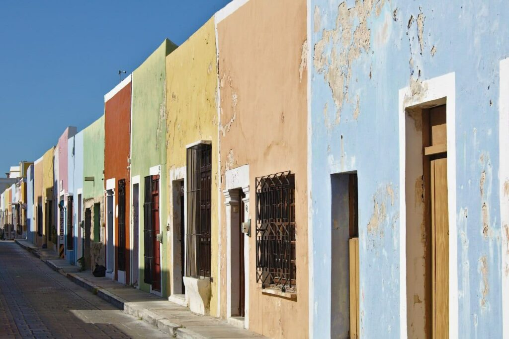 Mexiko Backpacking Die bunten Häuserfassaden von Campeche
