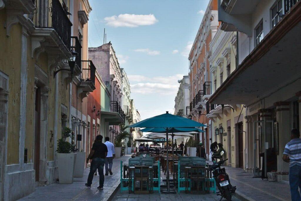 Ist man hungrig, so lohnt es sich die Calle 59 aufzusuchen. Hier finden sich viele Restaurants.