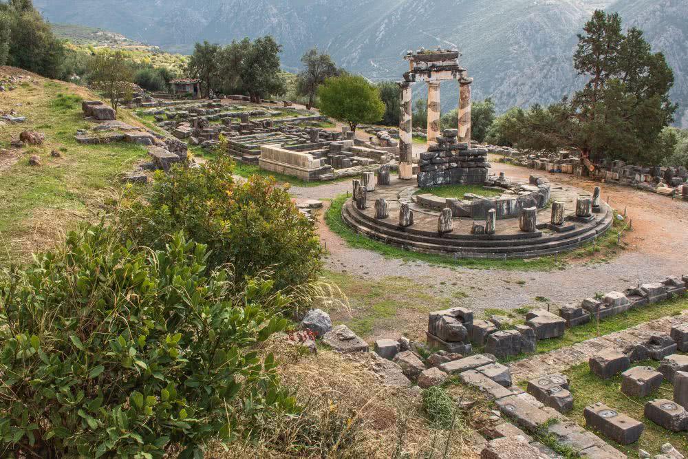 Den Athena Pronaia Tempel verbindet man am ehesten mit dem Orakel von Delphi