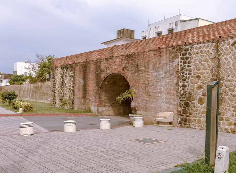 Ein Stück der alten Stadtmauer von Hengchun ist auch heute noch vorhanden.