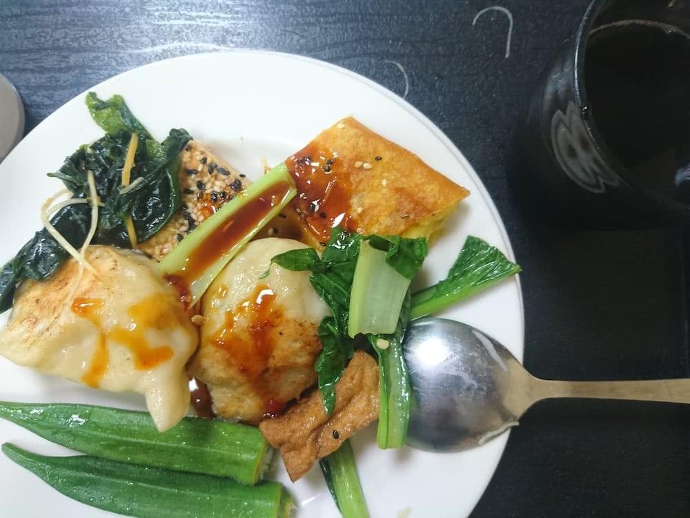 Sehr viel Auswahl an Gemüse und Tofu gab es im Restaurant.