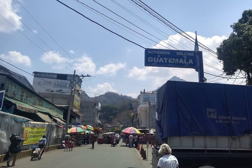 Hallo Guatemala! Sehr rasch waren alle Formalitäten an der Grenze zwischen Mexiko und Guatemala erledigt.