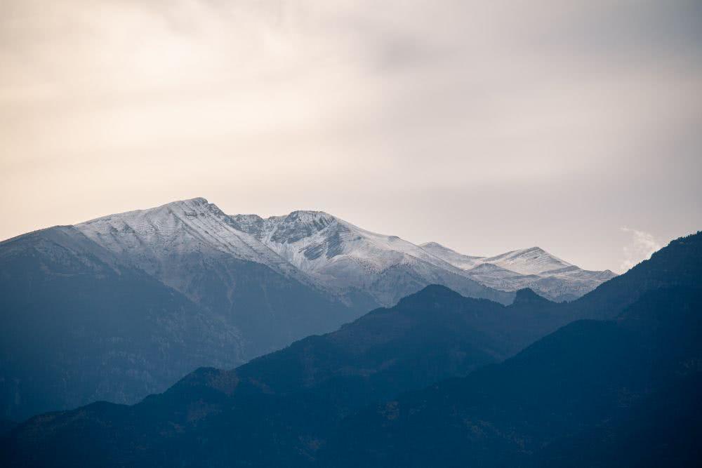 Mitte November liegt bereits Schnee auf dem Gipfel des Olymp