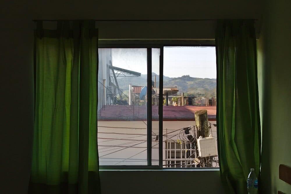 Vom unserem Zimmer aus, konnten wir in der Ferne schon die grünen Hügel erkennen.