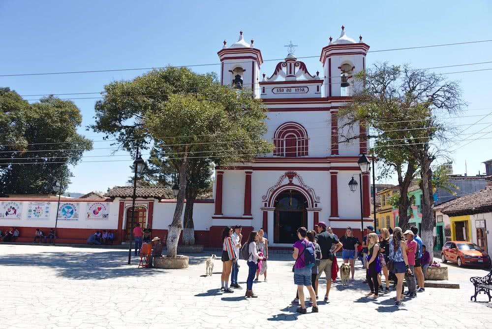 Auch schöne Kirchen gibt es in San Cristóbal. An dieser kamen wir während unserer Free Walking Tour vorbei.