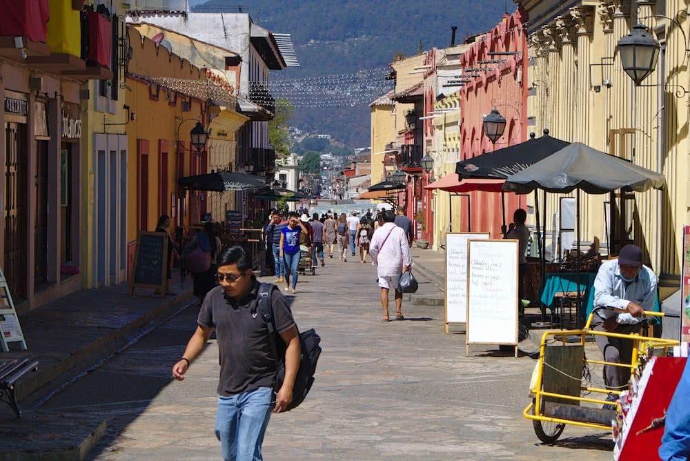 Einige der Straßen in San Cristóbal sind für Autos gesperrt. Toll für Fußgänger wie uns.