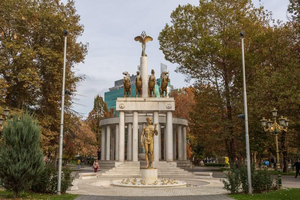 Wer erkennt die Ansätze des Brandenburger Tors in Skopje?