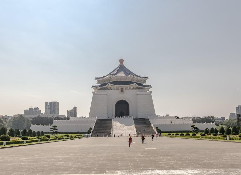 Das Chiang Kai-shek Memorial – ein riesiges Gebäude zu Ehren des früheren Präsidenten.