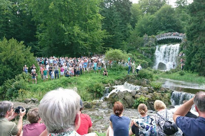 Wasserspiele vor der Teufelsbrücke im UNESCO Bergpark