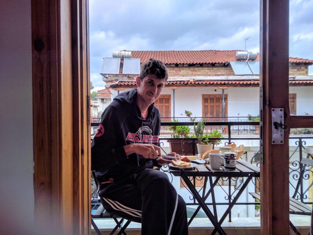 Unser Frühstück bei gutem Wetter auf dem Balkon
