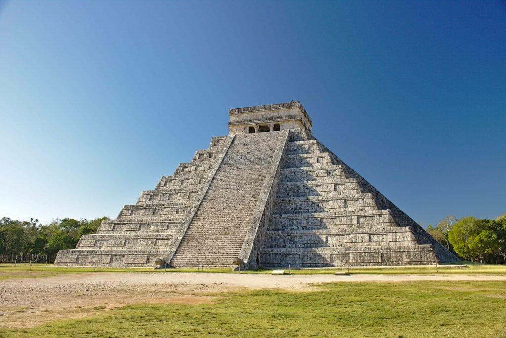 Das wohl bekannteste Fotomotiv von Chichén Itzá: die große Pyramide.