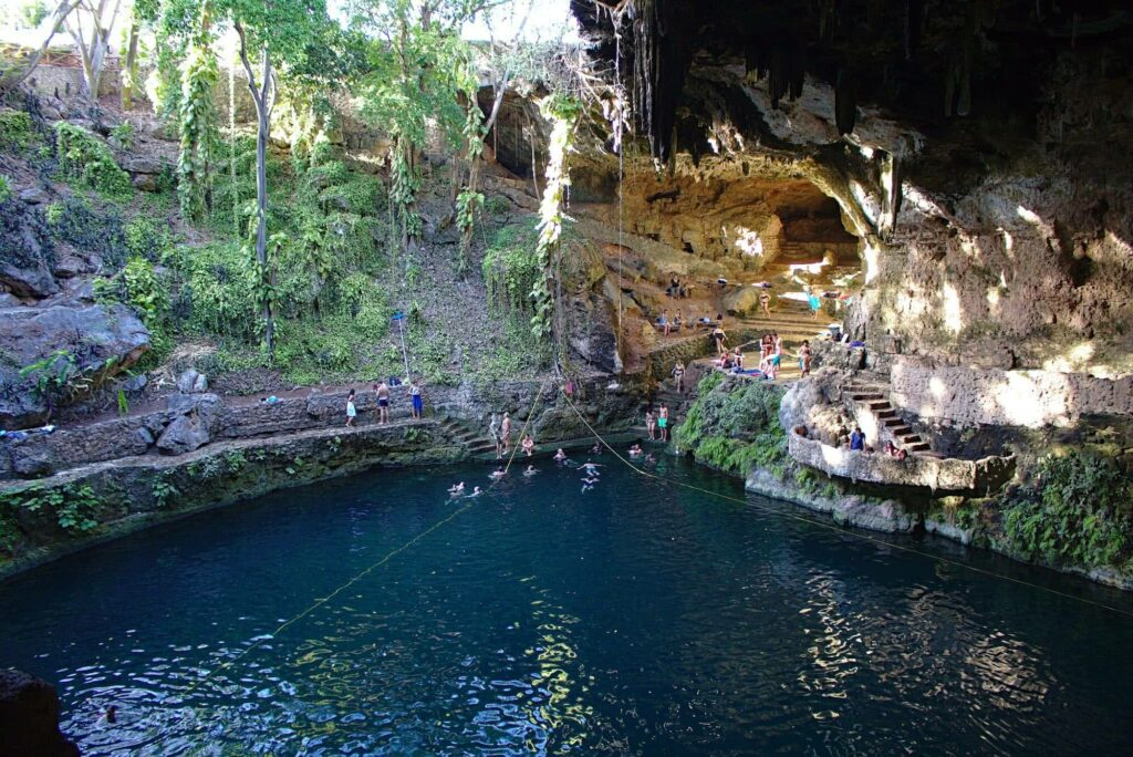 Faszinierend: die Cenote Zaci in Valladolid.