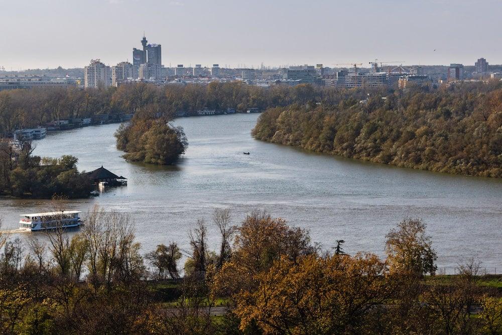 Donau und Sava sind von vielen Orten der Stadt zu sehen und laden zum Spazieren ein.