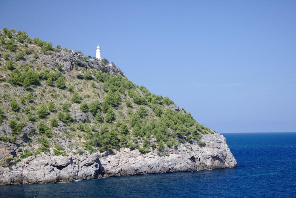 Einer der vielen Leuchttürme auf der Insel Mallorca
