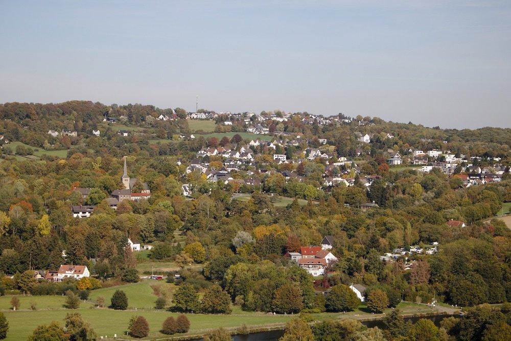Ein weitflächiger Ausblick von der Burg Blankenstein