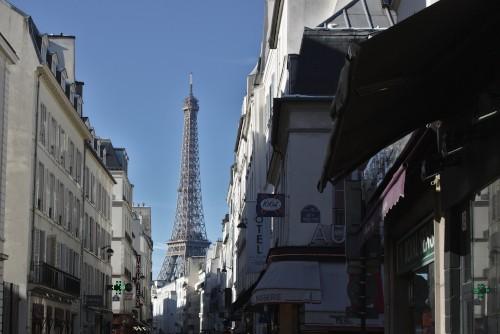 Der Eiffelturm aus der Ferne