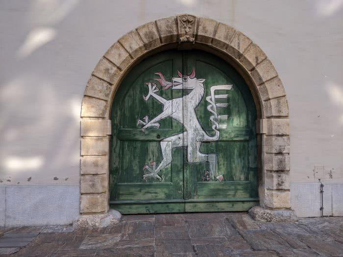 Der steirische Panther in Innenhof des Landhauses