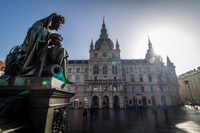 Der Hauptplatz und das Rathaus in der Altstadt Graz